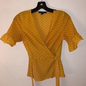 Trendy yellow top